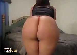Big chubby ass in tiny chains is shaking and pumping - Tubeputas